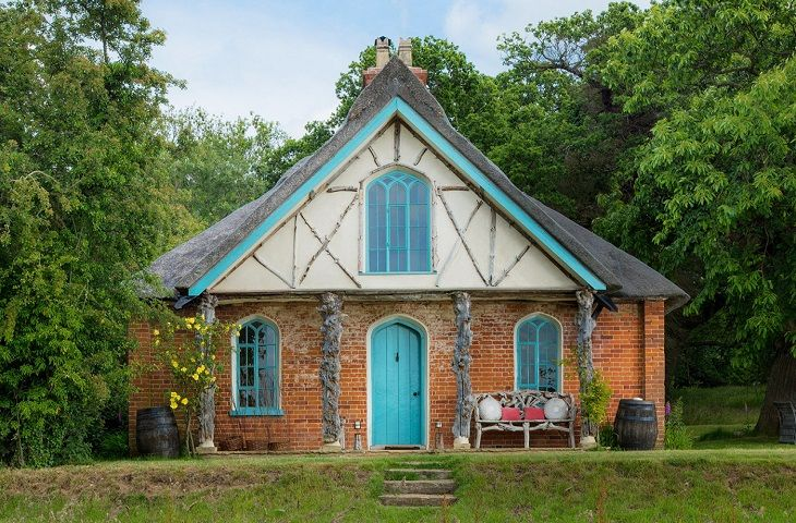 Click here for more about Hex Cottage