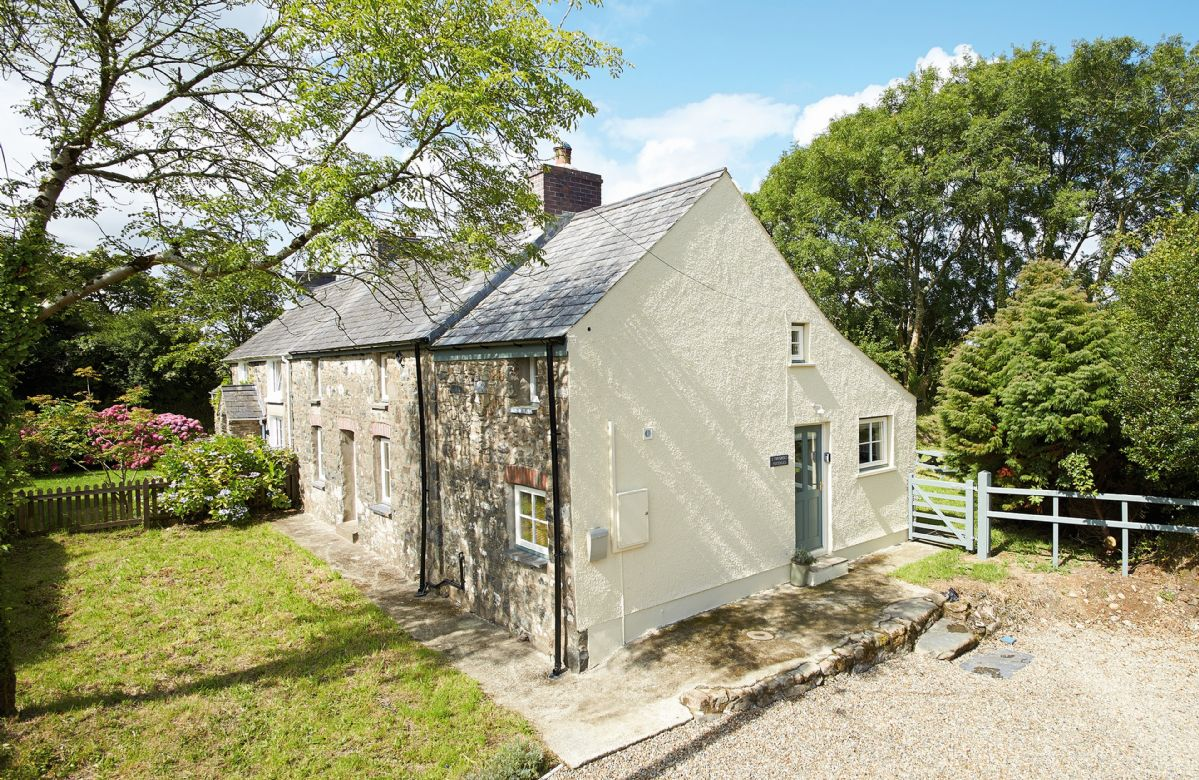 Click here for more about 2 Tregroes Cottage