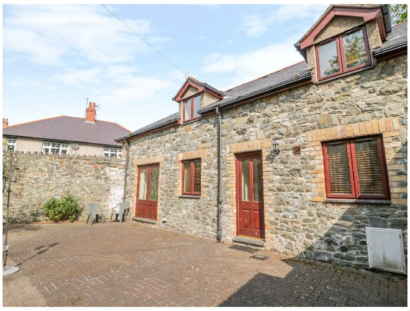 Click here for more about 2 Hwyrfryn Stables
